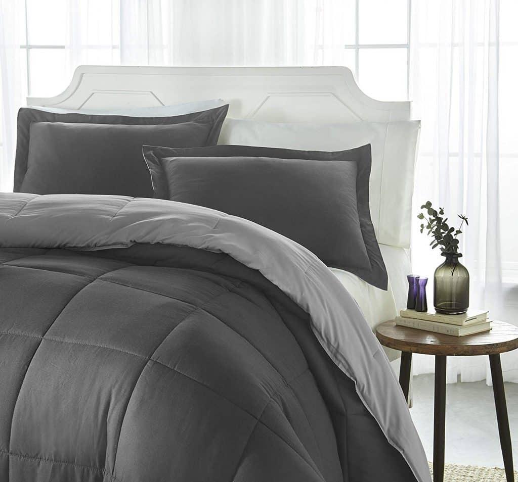 iEnjoy Down Comforter